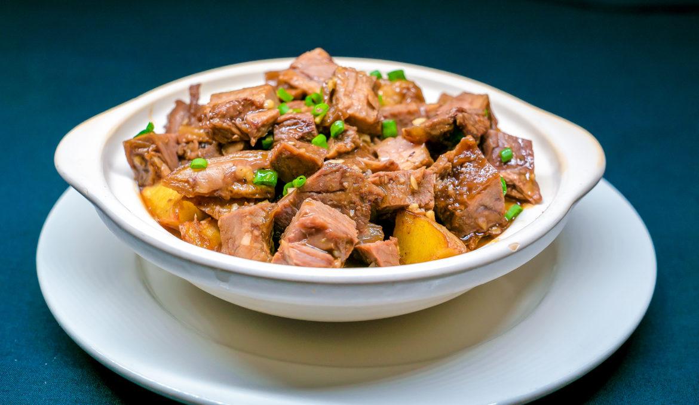 Гуляш из говядины 炖牛肉