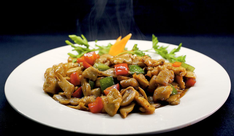 Курица с шампиньонами 鲜蘑炒鸡丁