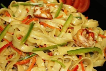 Жареная лапша с морепродуктами